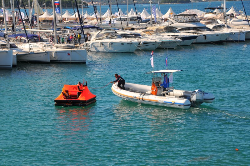 Yacht-Pool Safety at Sea Emergensea gumenjak u akciji na 17. BBS 2015.